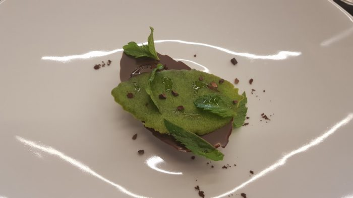 Mint (mousse of cocoa butter, chocolate leaf, mint sirup, olive oil)