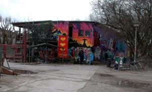 Hippietum in Kopenhagen zwischen TouristInneninvasion und Polizeirazzia