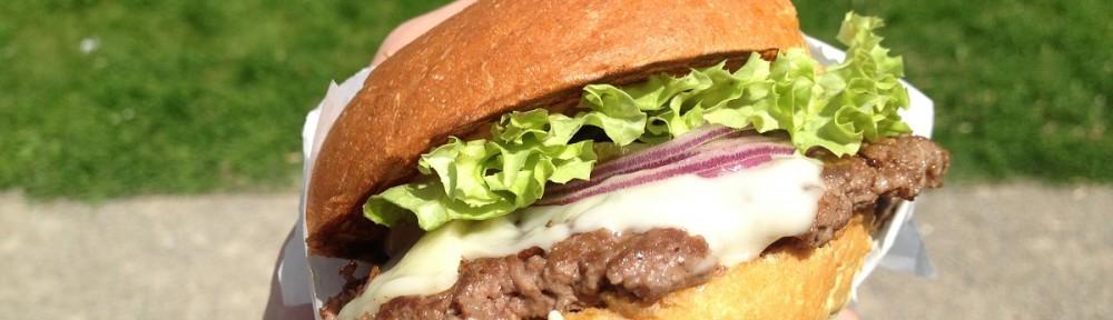 Single classic cheeseburger