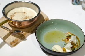 Childhood memories 1: semolina porridge, apple, cinnamon, caramel