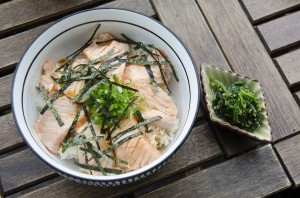 Half cooked salmon with rice and wakame